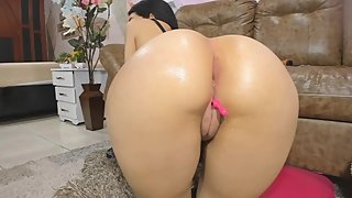 Chubby oiled Big Juicy Ass!¶