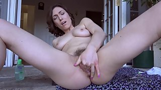 Lily Labeau masturbates outdoors !